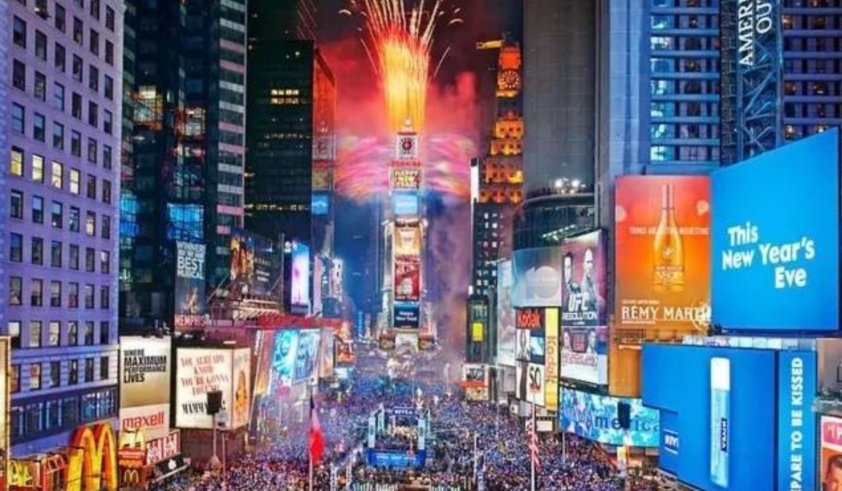 New York During Christmas Time.10 Things To Do In New York City In December Hotel Revealer